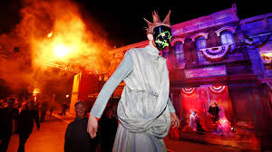 Halloween Mazes In Los Angeles by Theme Parks Bring In Hollywood Producers And Giant Terror Filled