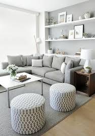 graues sofa graue hocker kleiner rechteckiger tisch ein