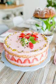 Hochzeitstorte Romantisch Archive Brigittes Tortendesign Wochenendblümchen Und Noch Ein Erdbeerrezept Pomponetti