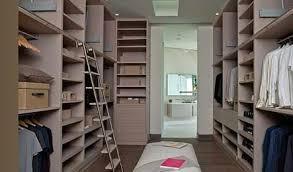 große begehbarer kleiderschrank neben badezimmer wohnideen
