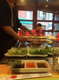 restaurant japonais chef cuisine devant vous service du chef sur plaque photo de le samourai mouscron