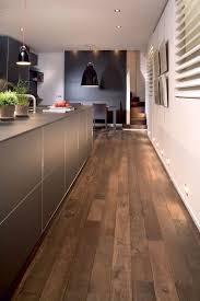 parquet massif pour cuisine revêtement sol cuisine 19 modèles de sol pour une cuisine au top