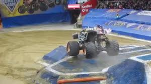 Monster Jam Cleveland - 2015 - YouTube
