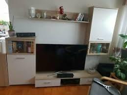 schrankwand ahorn wohnzimmer tv wand ohne deko