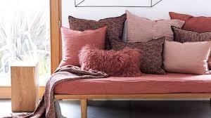 vieux canapé relooker un vieux canapé solutions faciles et pas chères vieux