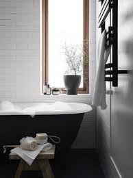 schönes japanisch inspiriertes skandinavisches badezimmer