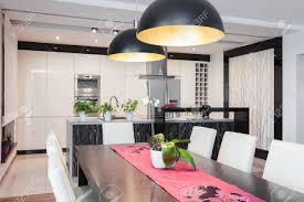 offene küche und esszimmer im modernen stil
