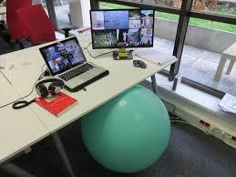 chaise ballon utiliser un ballon de fitness comme chaise de bureau tring