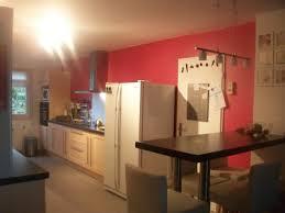 cuisine mur framboise décoration cuisine couleur framboise exemples d aménagements