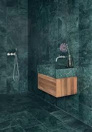 grüner marmor trend wohnen badezimmer dusche minimalistisch