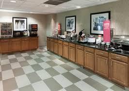 Machine Shed Davenport Ia Hours by Hampton Inn U0026 Suites Davenport Iowa Hotel Dining