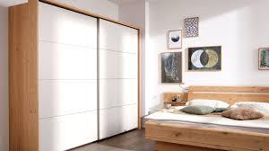 interliving schlafzimmer serie 1013 schwebetürenschrank mit passepartout balkeneiche sand zwei türen ca 300 cm