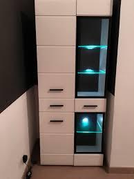 wohnzimmer schrank mit led beleuchtung