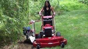 Little Wonder Bed Shaper by Sidehitcher U0027s Bed Edger Cutting A Landscaping Trench Youtube