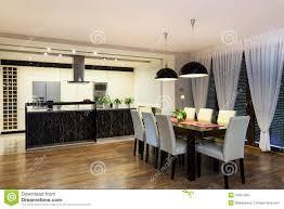 städtische wohnung küche und wohnzimmer stockfoto bild