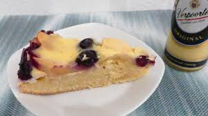 apfel blaubeer kuchen mit verpoorten eierlikör guss