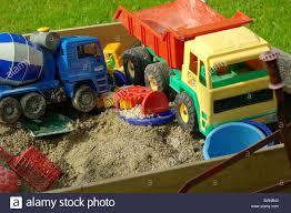 100 Kidds Trucks SANDPIT Toy Toys Childrens Childs Kids Trucks Lorries Plastic Garden