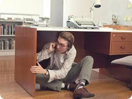 sous bureau homme telephone cache sous bureau daily