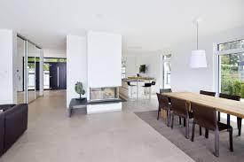 küche ess und wohnbereich sind offen gestaltet und l