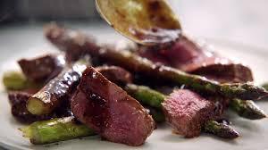 jamies 5 zutaten küche schnell gebratenes steak und beschwipste birne mit schokolade