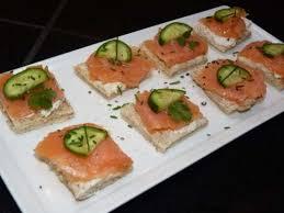 canapés saumon fumé recette canapés au saumon fumé et au concombre toutes les recettes