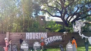 Spooky Halloween Tombstone Names by Photos 2017 Halloween Decorations Across Houston Area Abc13 Com
