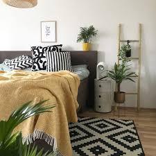 schlafzimmer deko in der trendfarbe senf gelb