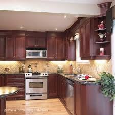 idee d o cuisine armoires de cuisine classique teinte acajou 3 idée de décoration