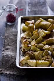 comment cuisiner les pommes de terre de noirmoutier pommes de terre confites au thym et au romarin christelle is