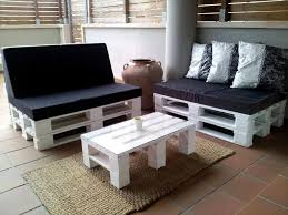 White Painted Pallet Sitting Furniture Set With Black Cushion