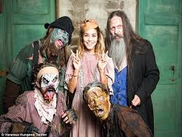 Halloween Theme Park Uk by Vanessa Hudgens Terrifies Fans As She Dons Witch Mask At Halloween
