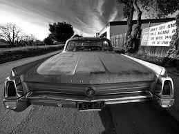 installer un coffre de toit sur une voiture