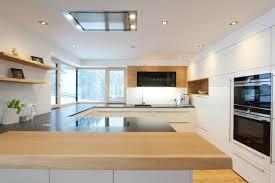 moderne küche mit holzbar küche hochglanz küche hochglanz