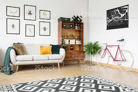 vintage wohnzimmer mit fahrrad stockfoto und mehr bilder anrichte