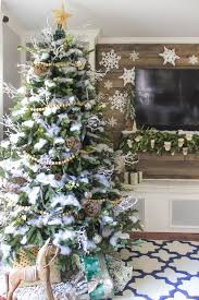 Woodsy Natural Winter Wonderland Christmas Tree