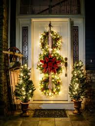 Outdoor Christmas Decorations Ideas On A Budget by 10 Easy Christmas Decorations Anyone Can Master Doors Easy