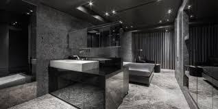 luxus badezimmer mit begehbarem badezimmer in schwarz