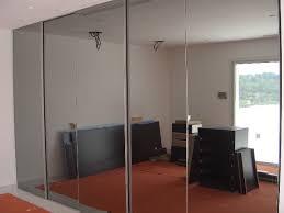 placard encastrable chambre placard coulissant le miroir rail encastré dans le sol