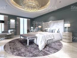 das moderne design das schlafzimmer mit einem großen weißen bett und einem hocker mit einem schminktisch in der nähe dunkle wände leuchten möbel weiße