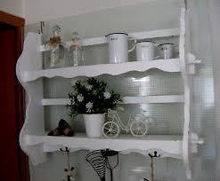 altes regal wandregal küchen teller bord haken deko weiß