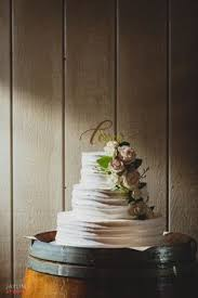 Table Setting Wedding Cake Stand