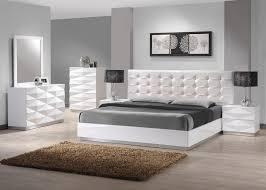 Amazon J&M Furniture Verona Modern White Lacquer & Leather