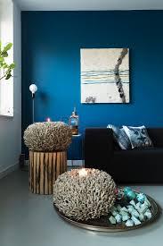 wohnzimmer mit blauer wand und mit bild kaufen