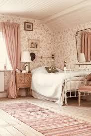 süßes bequemes schlafzimmer bauernhaus