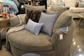 URBAN BARN Choisit Boisbriand! - Partout ICI Steve Mcfarlane Js Reclaimed Wood Custom Fniture Vancouver Bc Urban Barn Harper Custom Sofa Chaise In Letgo Fall Design Trends Amanda Forrest Barn Miller Sofa Sting Grey Decor Pinterest Sofas Imposing Model Of Mart Nc At Ganti Kulit Bed Pretty Sources Western Living Magazine Ding Rooms Superb Table I A Nest Chair Bumps Charcoal Accent Chairs Stupendous Reviews Spring Sampler 67 Best Images On Basements Children And