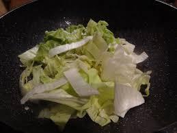 cuisiner le chou chinois cuit velouté de potiron pois cassés et chou chinois la tendresse en