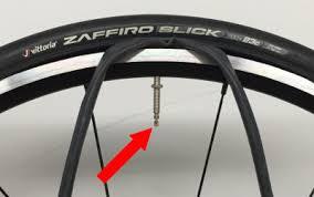 chambre air velo comment changer une chambre à air sur une roue de vélo en 8 é