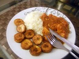cuisiner des blancs de poulet recette de blancs de poulet façon colombo et bananes plantains