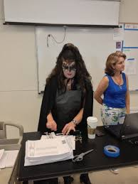 Spirit Halloween Canada Careers by Look Teacher Dresses Up In Awesome Kiss Costume On U0027dress Like A