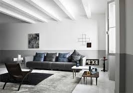 sofa grau skandinavisch abgehaengte decke weiss shaggy